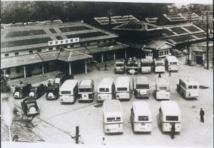 Buses gathered at Tokushima Station on National Mobilisation Law Day, 1940.