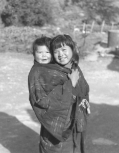 A girl babysitting in Tsuda, photograph taken by Mr. Sawai Yoshimori (post-war).