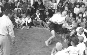 Sumo in Tsuda, photgraph taken by Mr. Sawai Yoshimi (post-war).
